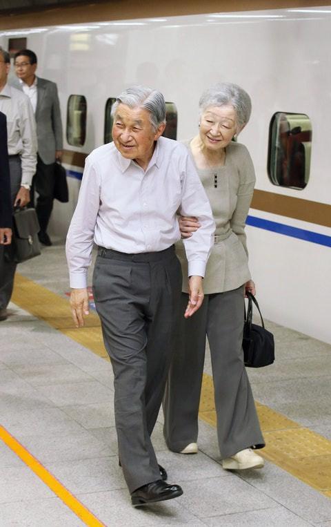 Nhan sắc kiều diễm của Hoàng hậu thường dân Michiko thời trẻ, khiến vua say đắm đến phá bỏ quy tắc Hoàng gia - Ảnh 15.