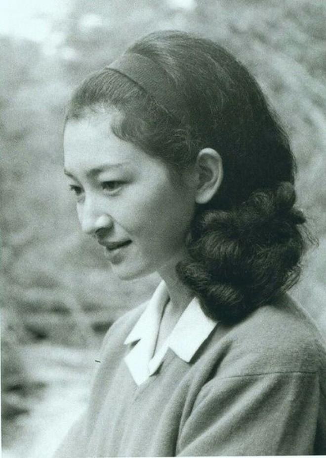 Nhan sắc kiều diễm của Hoàng hậu thường dân Michiko thời trẻ, khiến vua say đắm đến phá bỏ quy tắc Hoàng gia - Ảnh 12.