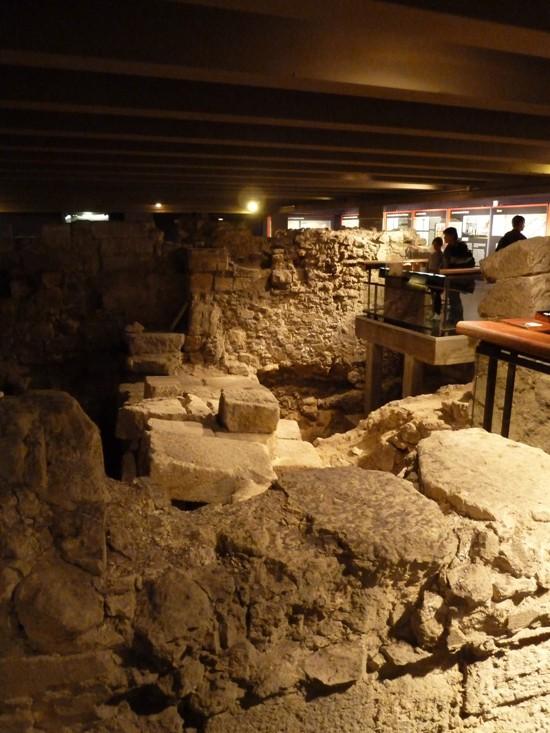 Kiến trúc khổng lồ gần 2.000 năm tuổi tồn tại ngay dưới chân nhà thờ Đức Bà Paris - Ảnh 5.