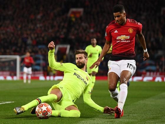 Man United không thể lật đổ Barca nếu cứ đánh cược vào một người không xứng đáng - Ảnh 2.