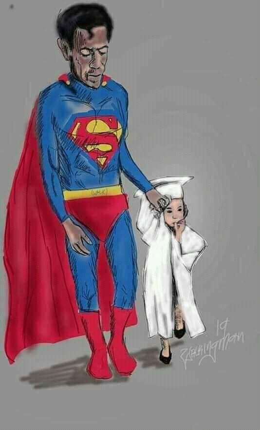 Hình ảnh ông bố Superman đi chân đất đến dự lễ tốt nghiệp mầm non của con gái khiến nhiều người cay mắt - Ảnh 2.