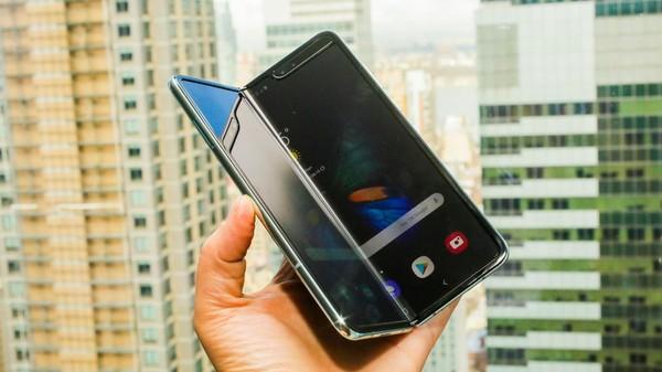 Cận cảnh Samsung Galaxy Fold: Smartphone đắt đỏ nhưng độc lạ và xịn sò nhất hiện nay! - Ảnh 3.
