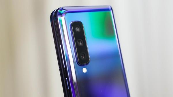 Cận cảnh Samsung Galaxy Fold: Smartphone đắt đỏ nhưng độc lạ và xịn sò nhất hiện nay! - Ảnh 6.
