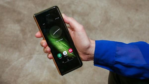 Cận cảnh Samsung Galaxy Fold: Smartphone đắt đỏ nhưng độc lạ và xịn sò nhất hiện nay! - Ảnh 7.