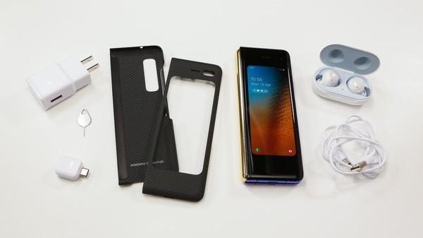 Cận cảnh Samsung Galaxy Fold: Smartphone đắt đỏ nhưng độc lạ và xịn sò nhất hiện nay! - Ảnh 8.