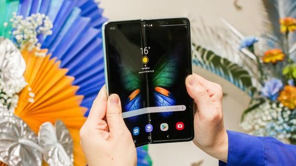 Cận cảnh Samsung Galaxy Fold: Smartphone đắt đỏ nhưng độc lạ và xịn sò nhất hiện nay! - Ảnh 15.