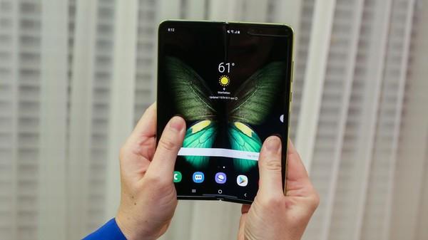 Cận cảnh Samsung Galaxy Fold: Smartphone đắt đỏ nhưng độc lạ và xịn sò nhất hiện nay! - Ảnh 16.