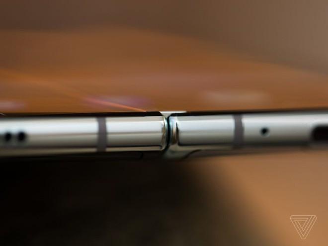 Trên tay Samsung Galaxy Fold: cầm nắm sướng tay, tiếng mở ra đóng vào nghe sướng tai và phần mềm thì tốt đáng ngạc nhiên - Ảnh 15.