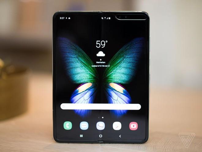 Trên tay Samsung Galaxy Fold: cầm nắm sướng tay, tiếng mở ra đóng vào nghe sướng tai và phần mềm thì tốt đáng ngạc nhiên - Ảnh 16.