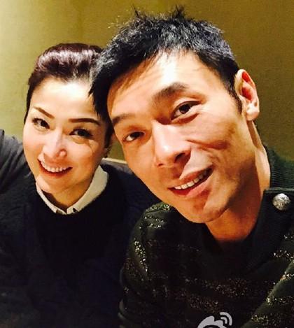 Vụ ngoại tình chấn động TVB: Toàn cảnh buổi xin lỗi của Hứa Chí An, cúi gập người khóc lóc thừa nhận vụng trộm với Á hậu Hong Kong - Ảnh 3.