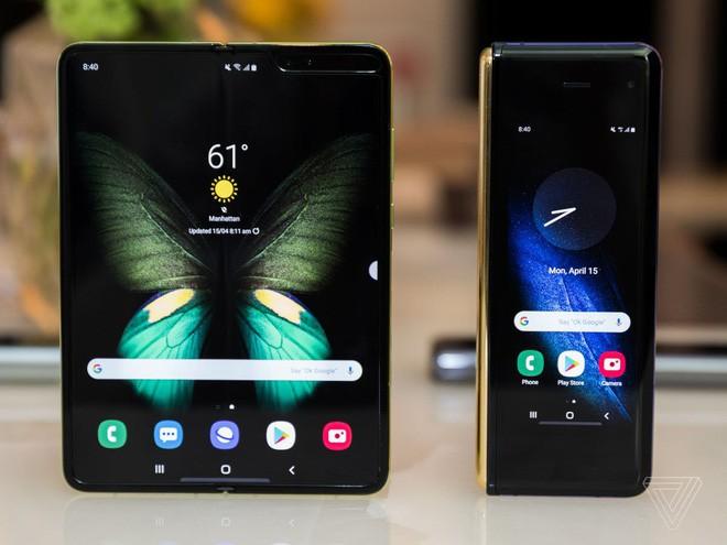 Trên tay Samsung Galaxy Fold: cầm nắm sướng tay, tiếng mở ra đóng vào nghe sướng tai và phần mềm thì tốt đáng ngạc nhiên - Ảnh 9.