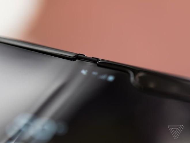 Trên tay Samsung Galaxy Fold: cầm nắm sướng tay, tiếng mở ra đóng vào nghe sướng tai và phần mềm thì tốt đáng ngạc nhiên - Ảnh 10.