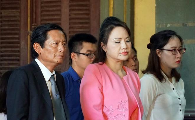 Vụ bốc hơi 245 tỷ đồng: Eximbank lại mất hơn 115 tỷ đồng trả lãi cho đại gia Chu Thị Bình - Ảnh 2.