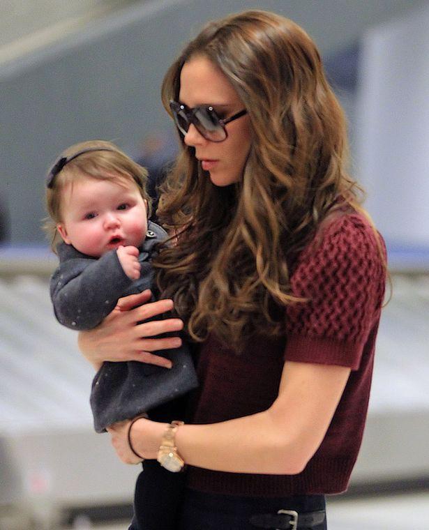 Tiểu công chúa Harper Beckham: Cuộc sống quý tộc phủ kín bằng tình thân và hàng hiệu của cô bé hạnh phúc nhất Hollywood - Ảnh 1.