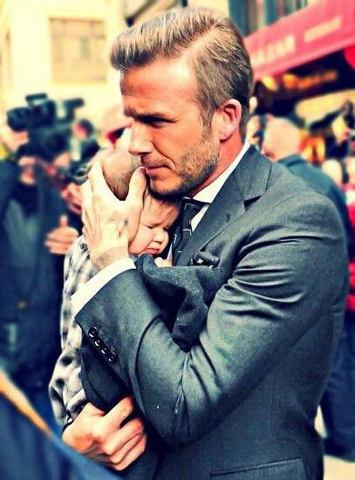 Tiểu công chúa Harper Beckham: Cuộc sống quý tộc phủ kín bằng tình thân và hàng hiệu của cô bé hạnh phúc nhất Hollywood - Ảnh 2.