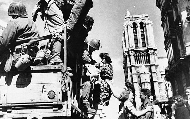 Bức ảnh hiếm: Vòm Nhà thờ Đức Bà lồng lộng khi Tổng thống lừng danh Mỹ qua đời - Ảnh 7.