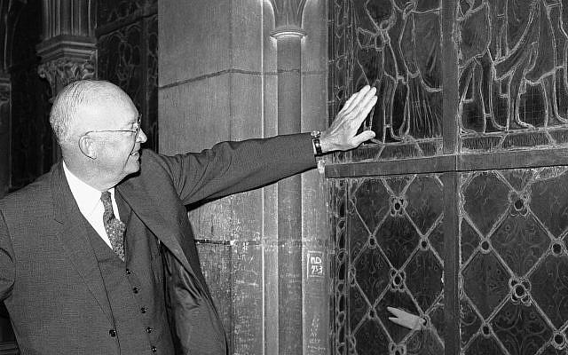 Bức ảnh hiếm: Vòm Nhà thờ Đức Bà lồng lộng khi Tổng thống lừng danh Mỹ qua đời - Ảnh 9.