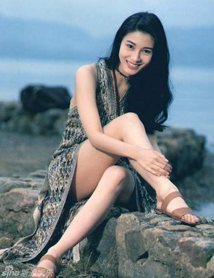 Đẳng cấp nhan sắc của Hoa hậu đẹp nhất lịch sử Hong Kong: Hơn 30 năm giữ vững phong độ nhờ vẻ đẹp lai trường tồn với thời gian - Ảnh 4.