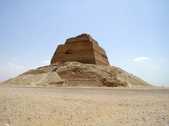 Bí mật kim tự tháp đỏ ở Ai Cập: Sau 141 năm mới giải mã được một phần - Ảnh 2.