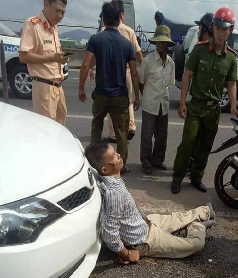 Đại úy CSGT bị lái xe bán tải chèn ngã lúc truy đuổi đang nguy kịch, bị gãy nhiều xương - Ảnh 1.