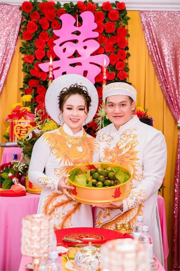 Dân mạng lại kinh ngạc với đám hỏi siêu khủng ở Kiên Giang: Cô dâu 19 tuổi, sính lễ hơn 888 triệu, 14 cây vàng - Ảnh 1.