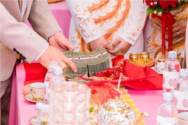 Dân mạng lại kinh ngạc với đám hỏi siêu khủng ở Kiên Giang: Cô dâu 19 tuổi, sính lễ hơn 888 triệu, 14 cây vàng - Ảnh 2.