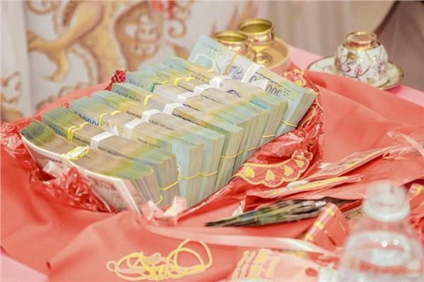 Dân mạng lại kinh ngạc với đám hỏi siêu khủng ở Kiên Giang: Cô dâu 19 tuổi, sính lễ hơn 888 triệu, 14 cây vàng - Ảnh 3.