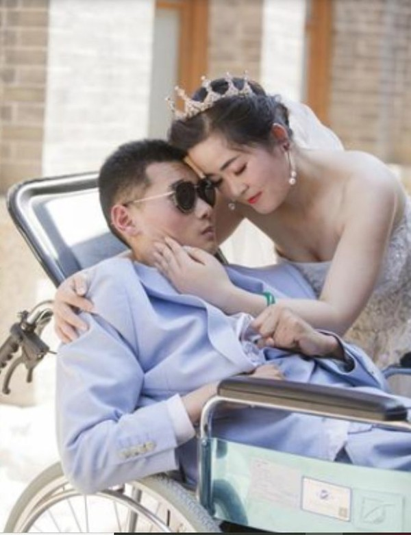 Chuyện tình yêu 12 năm của cặp đôi chồng sống thực vật nhưng vợ quyết không rời xa khiến triệu người rơi nước mắt - Ảnh 6.