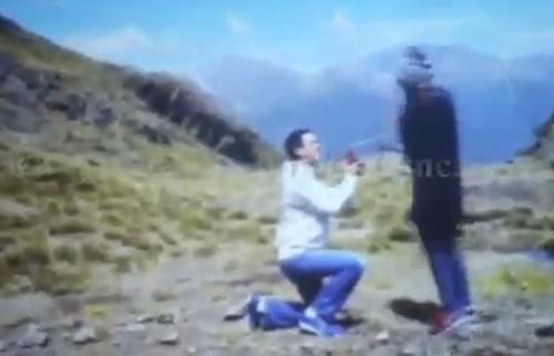 Muôn kiểu tỏ tình của sao Vbiz: Người cướp sóng truyền hình, người lên tận đỉnh núi nói lời trăm năm - Ảnh 1.
