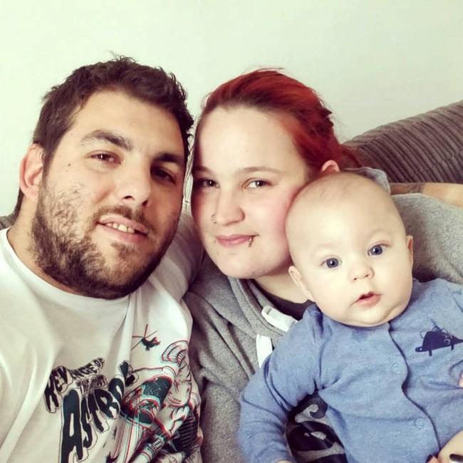 Con trai sơ sinh đột tử trong khi ngủ, thế nhưng cặp vợ chồng vẫn khăng khăng làm điều vừa đáng thương, vừa đáng sợ này trong 10 ngày - Ảnh 1.