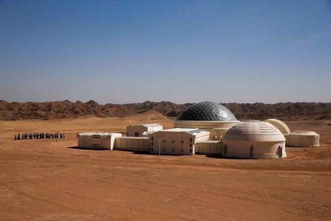 Trạm sao Hỏa 1400 tỷ của Trung Quốc tại sa mạc Gobi chính thức mở cửa để người dân vào chơi - Ảnh 2.