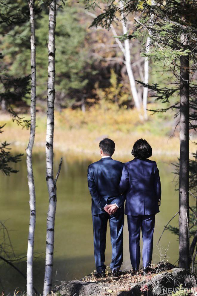 Chuyện tình chông gai của Tổng thống Hàn Quốc và nữ ca sĩ quyết từ bỏ showbiz vì chồng - Ảnh 10.