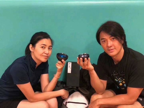 Giữa loạt scandal ngoại tình của giới giải trí vẫn có cặp vợ chồng nắm chặt tay nhau suốt 13 năm: Mông Gia Tuệ và Trịnh Y Kiện - Ảnh 12.
