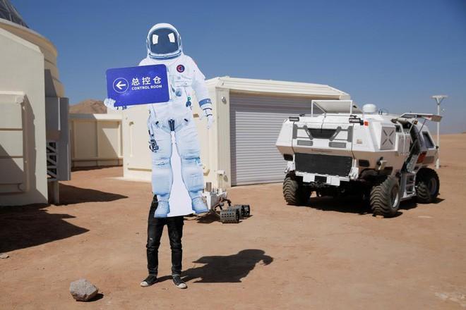 Trạm sao Hỏa 1400 tỷ của Trung Quốc tại sa mạc Gobi chính thức mở cửa để người dân vào chơi - Ảnh 6.