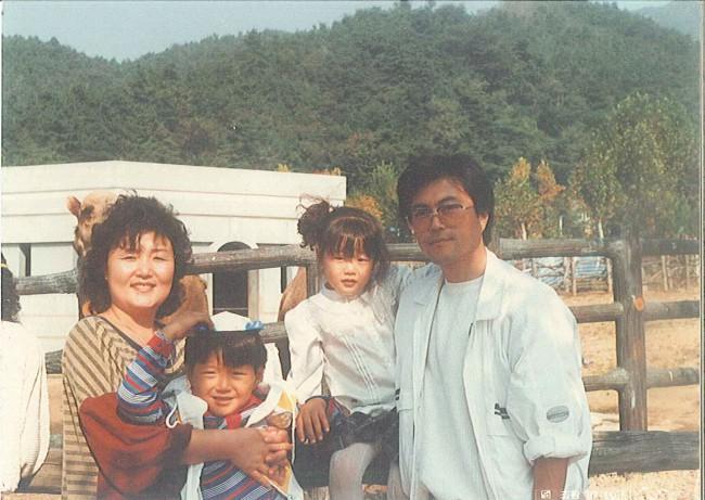 Chuyện tình chông gai của Tổng thống Hàn Quốc và nữ ca sĩ quyết từ bỏ showbiz vì chồng - Ảnh 5.