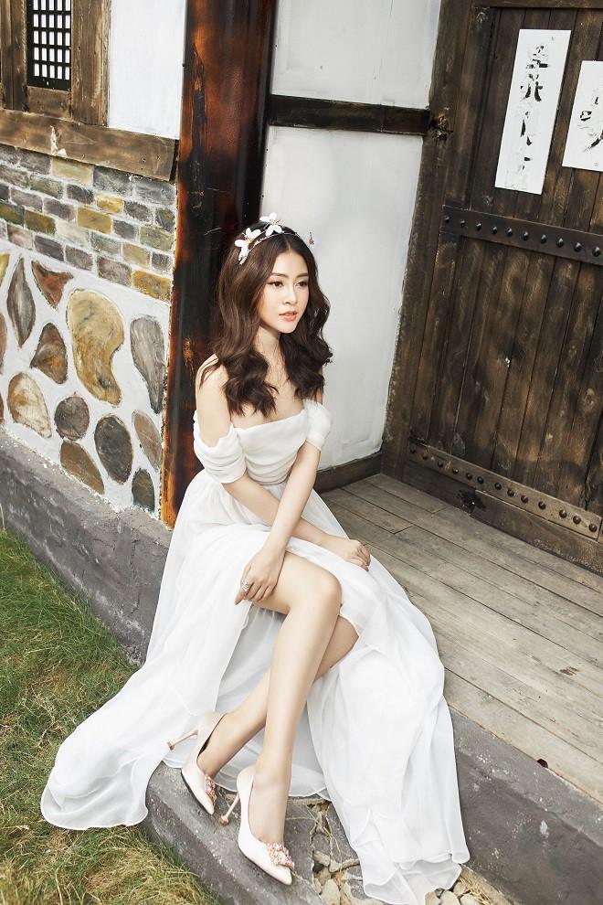 Á hậu Lý Kim Thảo khoe vẻ gợi cảm trong bộ ảnh mới - Ảnh 5.
