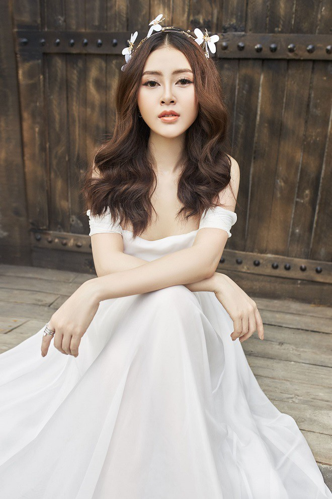 Á hậu Lý Kim Thảo khoe vẻ gợi cảm trong bộ ảnh mới - Ảnh 6.