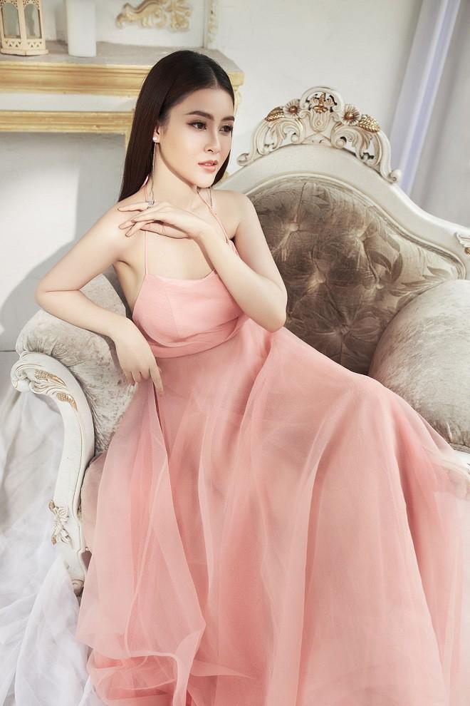 Á hậu Lý Kim Thảo khoe vẻ gợi cảm trong bộ ảnh mới - Ảnh 4.