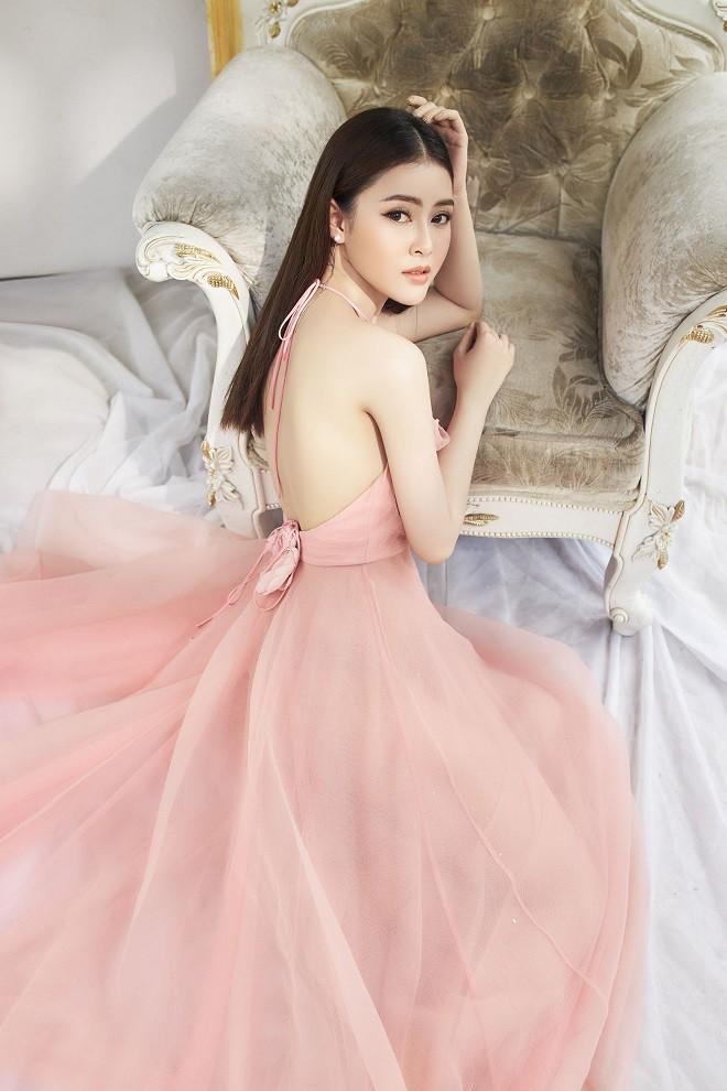Á hậu Lý Kim Thảo khoe vẻ gợi cảm trong bộ ảnh mới - Ảnh 3.
