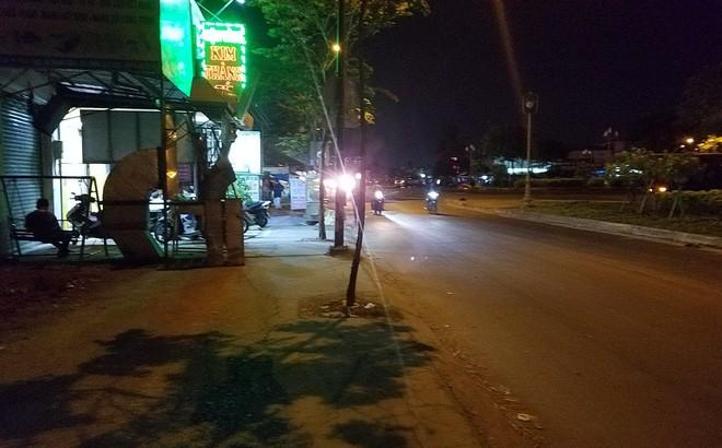 Ly kỳ nghi can cướp tiệm vàng bị bắt sau khi núp dưới kênh trốn suốt 10 giờ ở Sài Gòn - Ảnh 1.