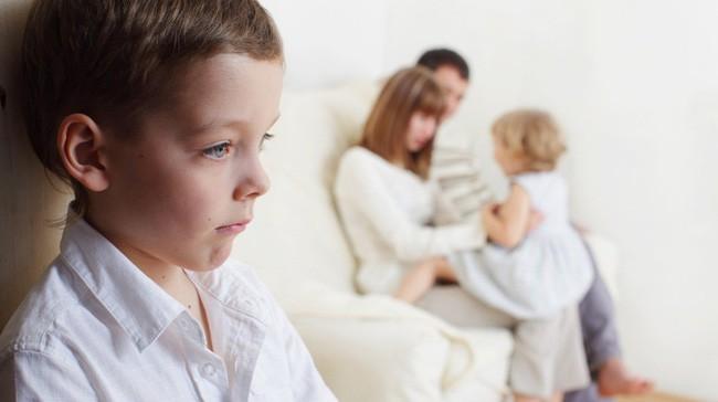 10 thói quen nguy hại cha mẹ hay làm khiến mối quan hệ với con cái bị tan vỡ, khó hàn gắn - Ảnh 3.