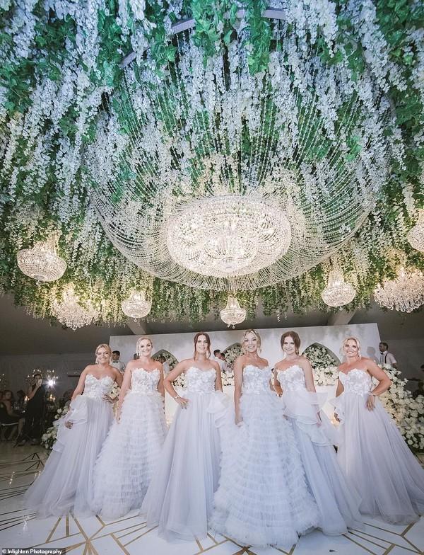 Choáng với siêu đám cưới 23 tỷ toàn kim cương và pha lê của cặp đồng tính nam - Ảnh 6.
