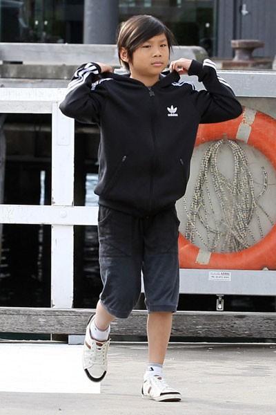 Pax Thiên: Từ cậu bé Việt mồ côi, suy dinh dưỡng đến chàng thanh niên rắn rỏi, sát cánh bên mẹ nuôi Angela Jolie đi qua những tháng ngày yếu đuối nhất cuộc đời  - Ảnh 7.
