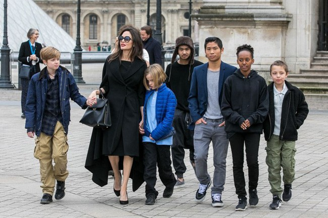 Pax Thiên: Từ cậu bé Việt mồ côi, suy dinh dưỡng đến chàng thanh niên rắn rỏi, sát cánh bên mẹ nuôi Angela Jolie đi qua những tháng ngày yếu đuối nhất cuộc đời  - Ảnh 10.