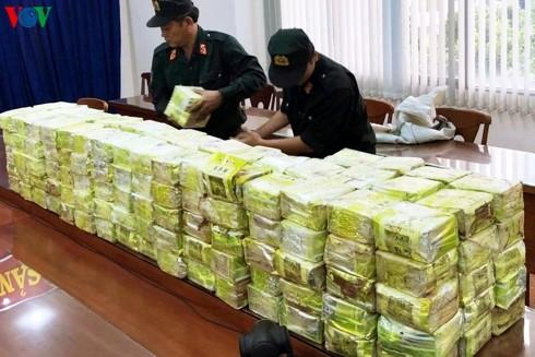 Liên tiếp bắt giữ hàng tấn ma túy đá: Tội phạm đang dịch chuyển - Ảnh 1.