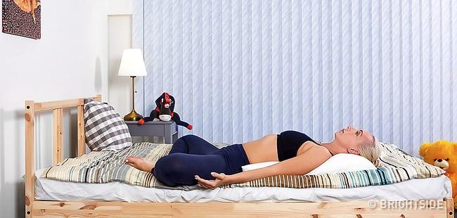 6 tư thế nằm giúp bạn chìm vào giấc ngủ ngay lập tức: Thực hiện hàng ngày hiệu quả rất tốt - Ảnh 6.