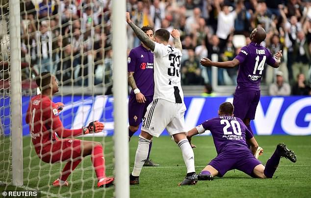 Ronaldo ăn hên, nâng cao chức vô địch đầu tiên từ khi chuyển sang Juventus - Ảnh 3.