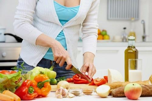 Cách chế biến thực phẩm tránh bị ngộ độc trong mùa hè - Ảnh 1.