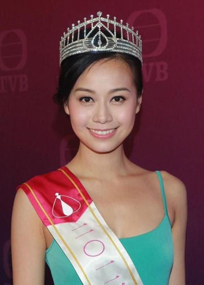 Sao TVB tức giận, trách mắng Á hậu giật chồng thậm tệ khi chịu vạ lây vì clip ân ái 16 phút - Ảnh 1.