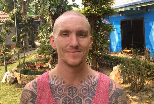 Cố gắng trả lại đồ cho người đánh rơi, du khách Anh bị cạo trọc đầu, giam giữ tại Thái Lan - Ảnh 1.